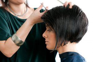 Tagliare i capelli corti: ecco perché farlo